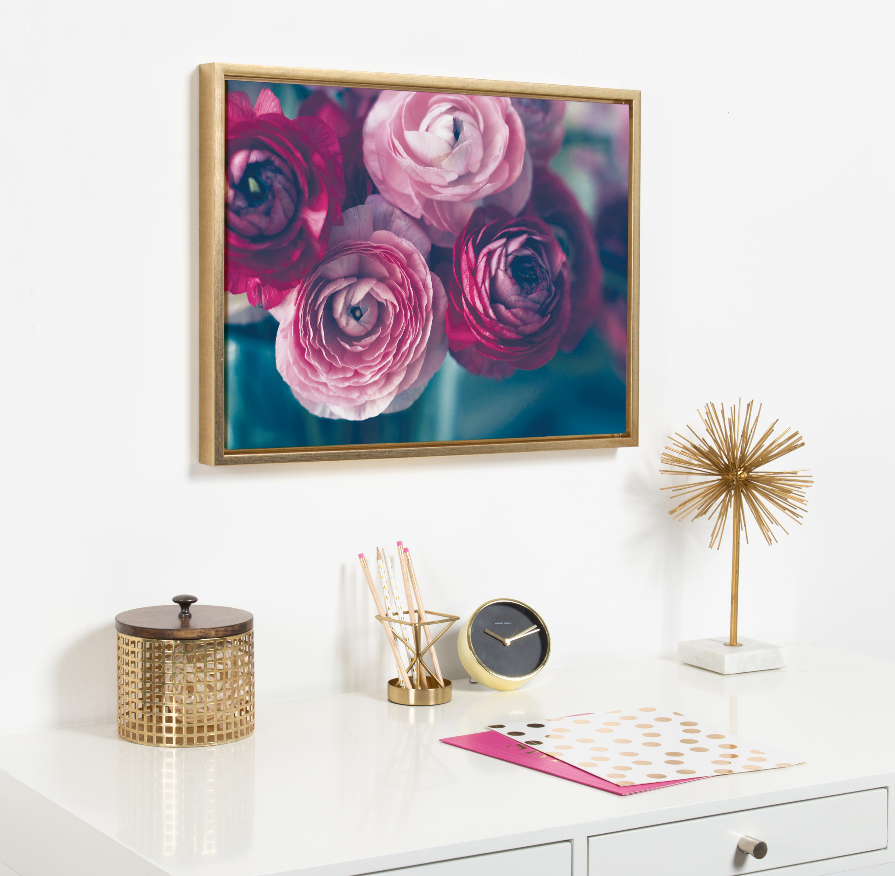 The canvas photo of a bouquet in a gold frame