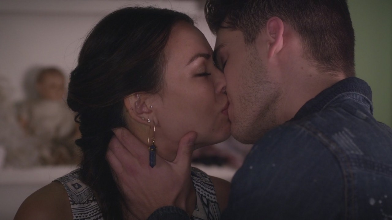 Mike and Mona kissing