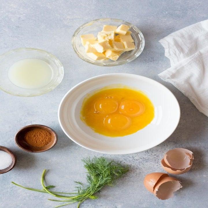 Ingredients for eggs Benedict.