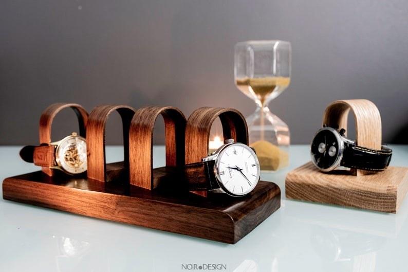 手表管理器上有两块手表,还有两块空的亚博体育官网无法取款