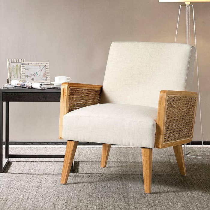 The cane armchair in linen