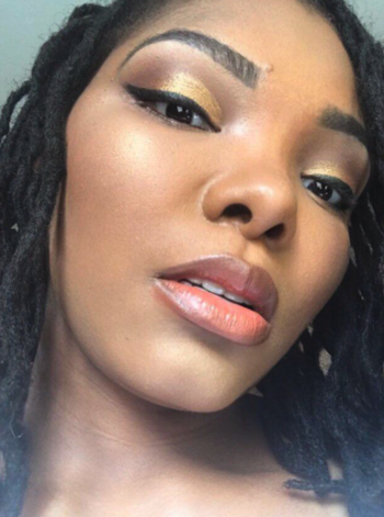 different customer wearing on cheekbones and showing a shimmery effect