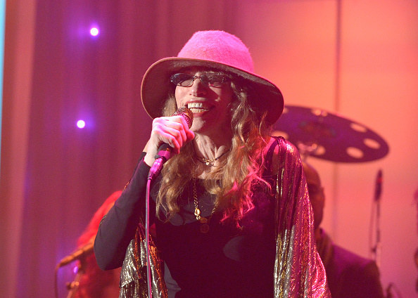 Carly Simon performing at the Grammy's