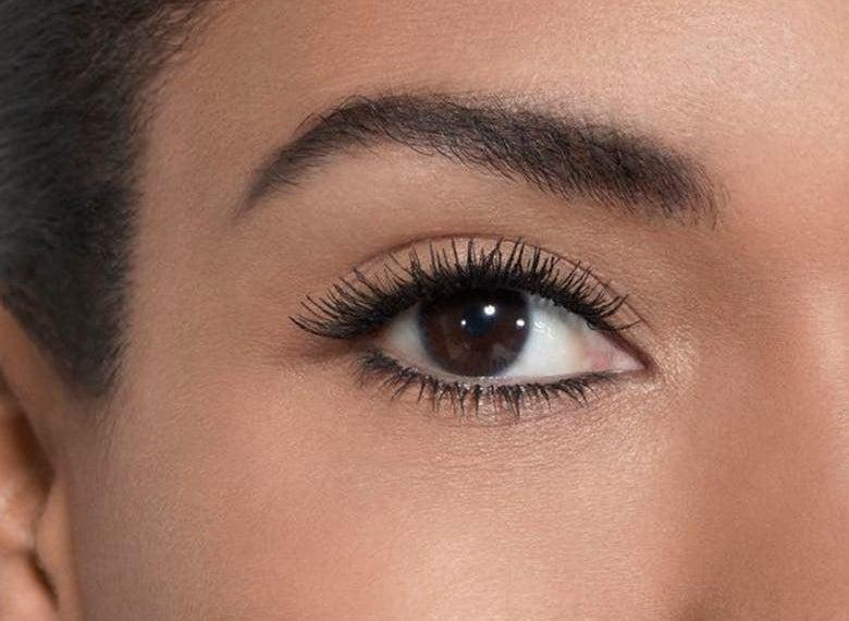 A model wears the mascara in 10 Noir