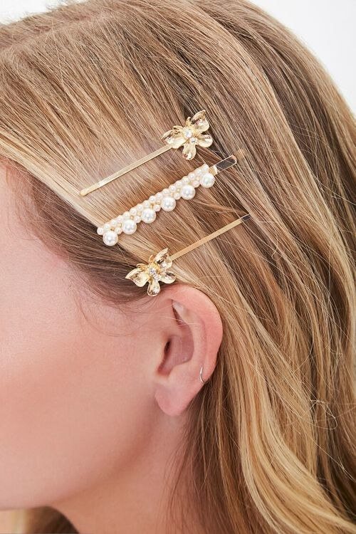 Model wearing the bobby pins