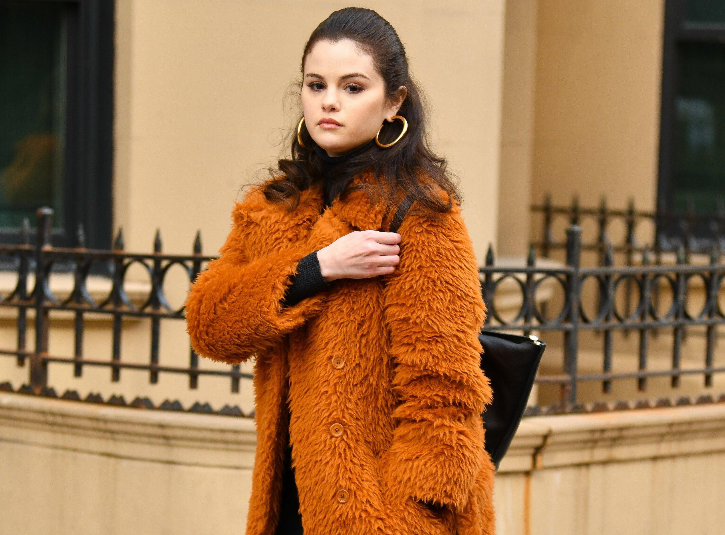 Selena looks glum while on set