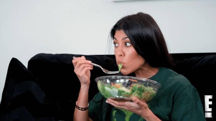"Kourtney Kardashian eats a massive bowl of lettuce on ""Keeping Up With the Kardashians"""