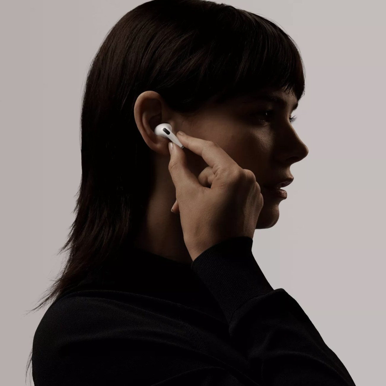 A person wearing an Apple AirPod