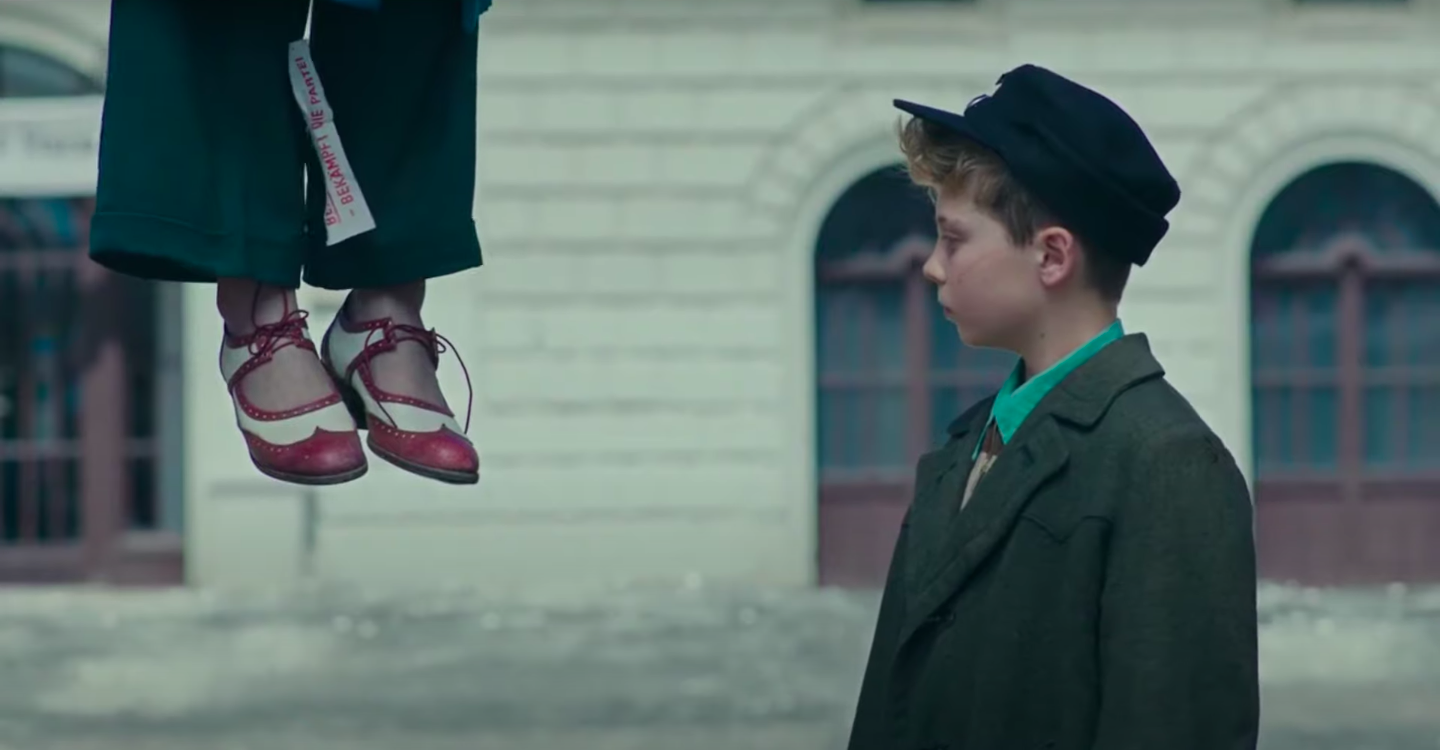 Jojo sees his mother's shoes before finding her hanging from the gallows