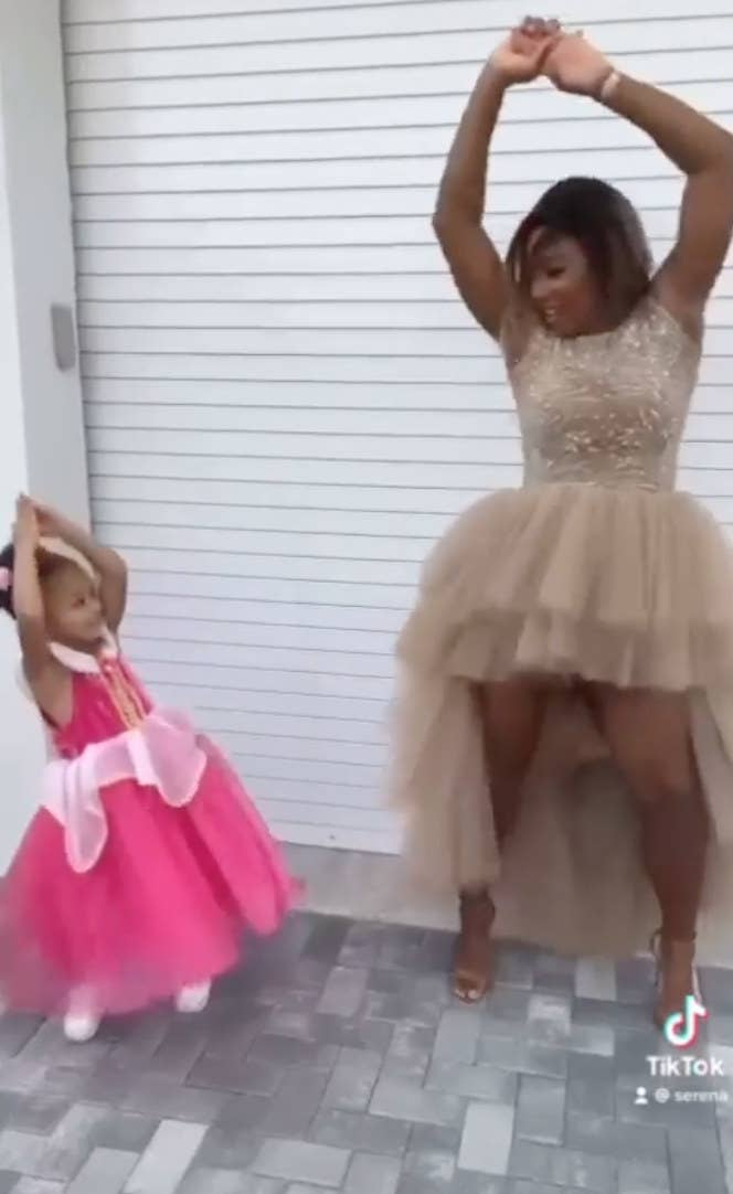 """Serena and Alexis Williams dancing to Megan Thee Stallion's """"Savage"""""""