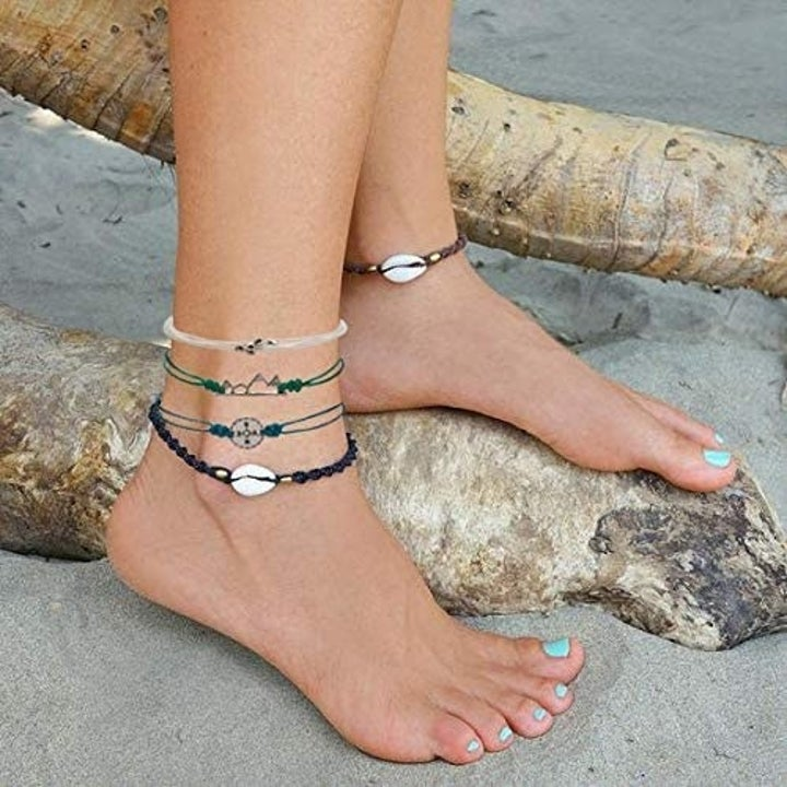 the bracelets on ankle