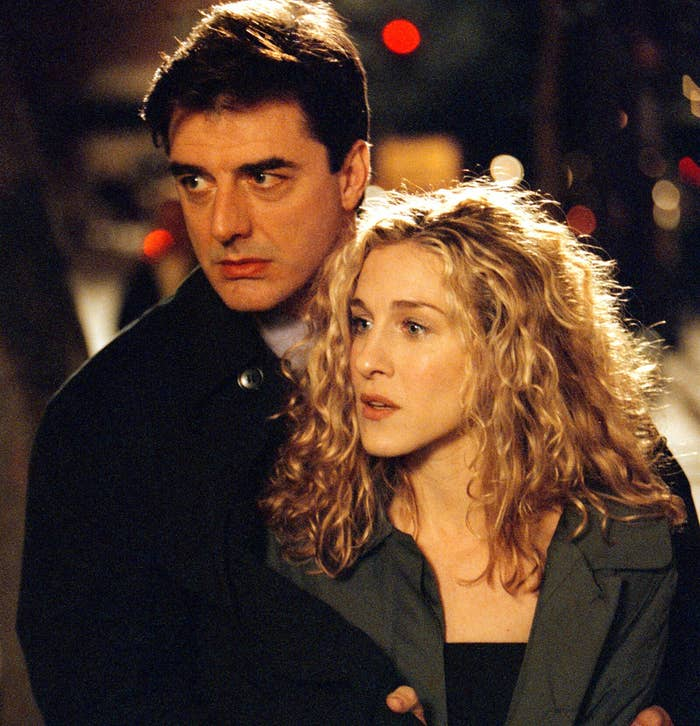 """Actors Sarah Jessica Parker and Chris Noth on the set of """"Sex and the City"""""""