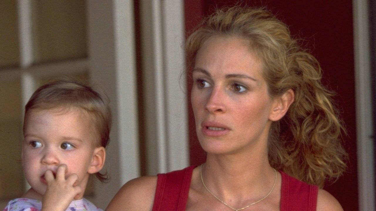 Julia Roberts holding a baby as Erin Brockovich