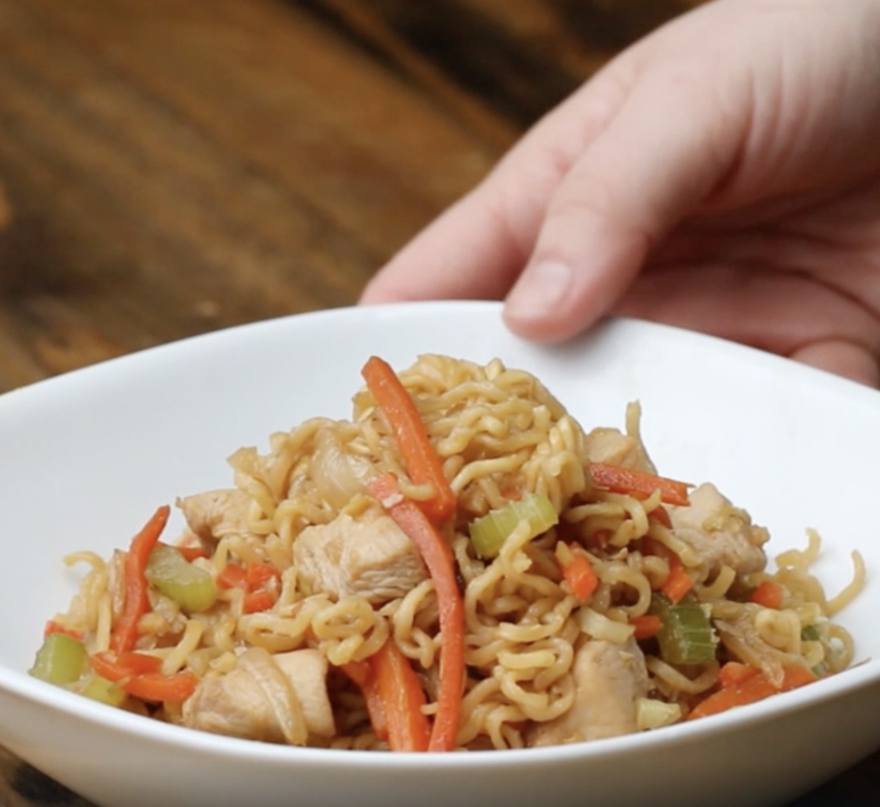 A bowl of chicken chow mein