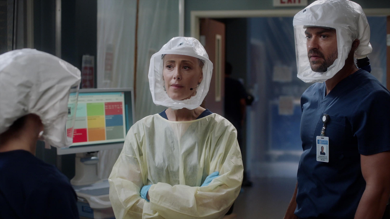 "Kim Raver and Jesse Williams in ""Grey's Anatomy"""
