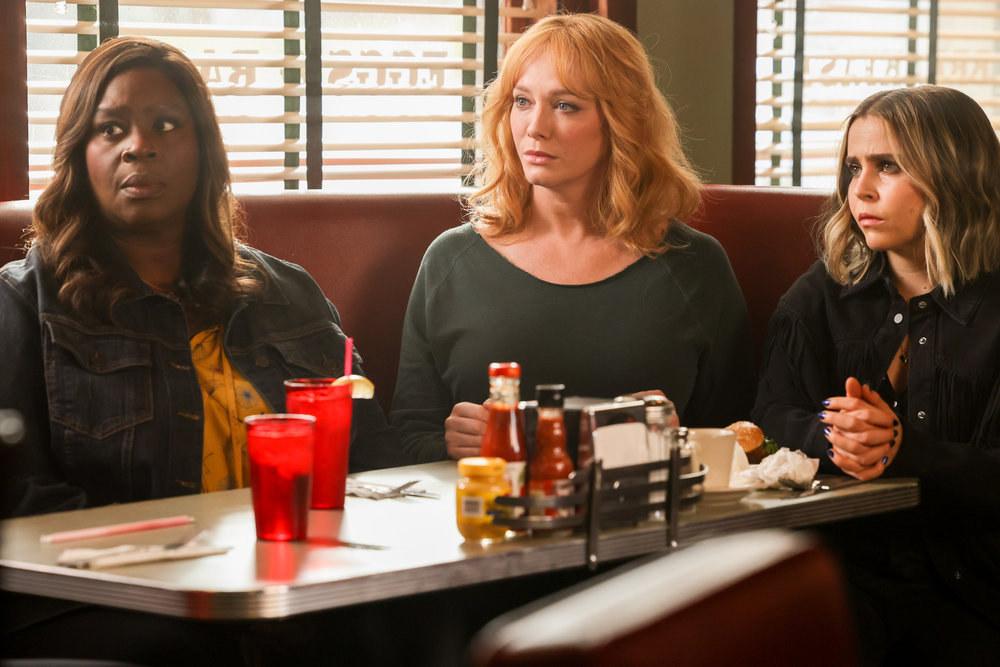 """Retta, Christina Hendricks, and Mae Whitman in """"Good Girls"""""""
