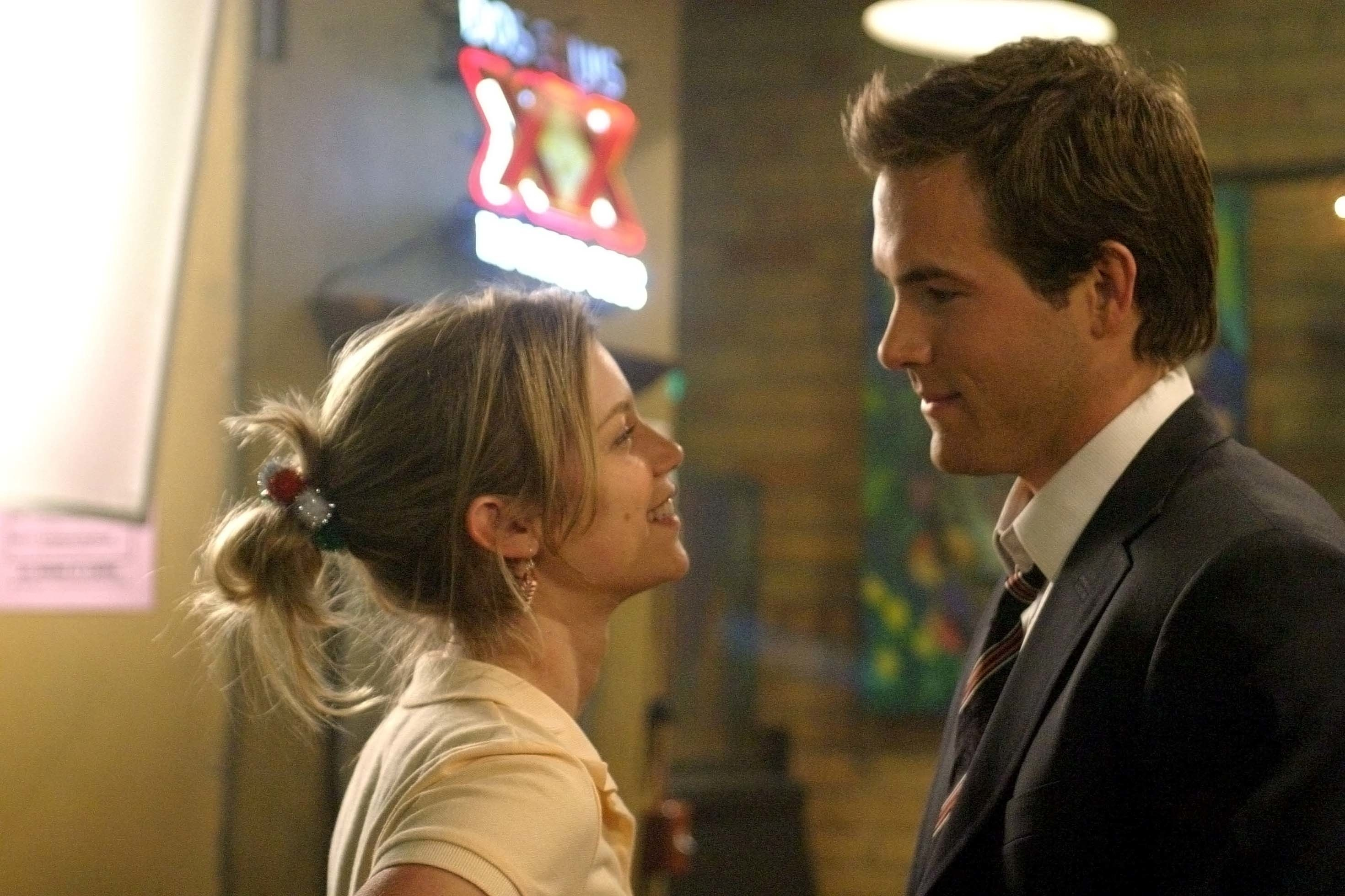 Amy Smart and Ryan Reynolds in the movie just friends