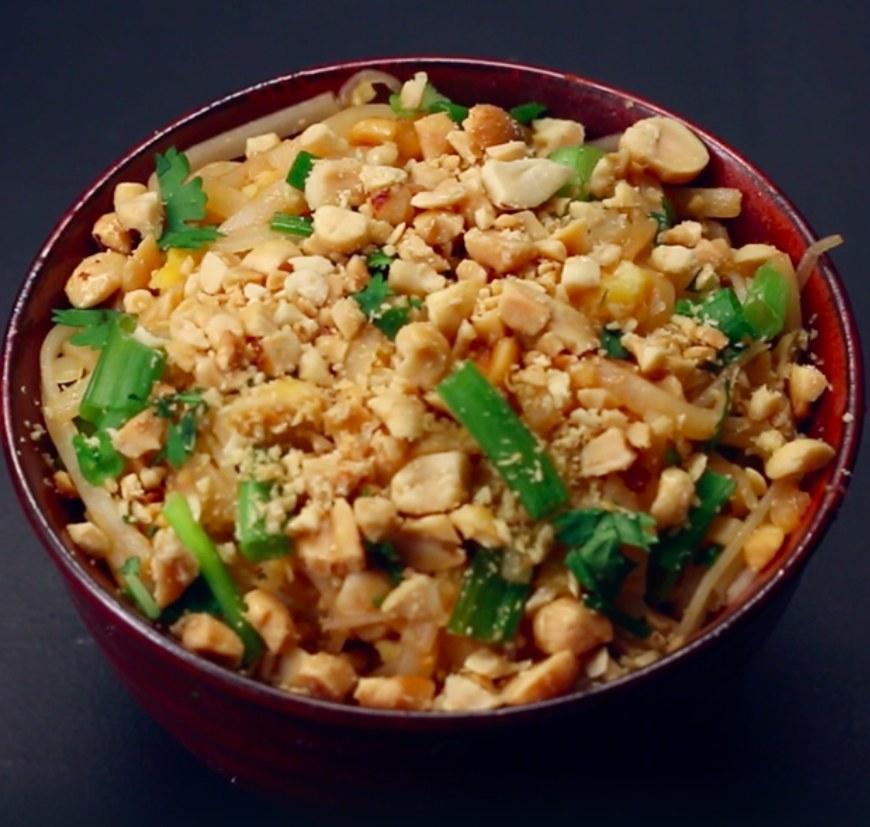Pad thai, garnished with peanuts