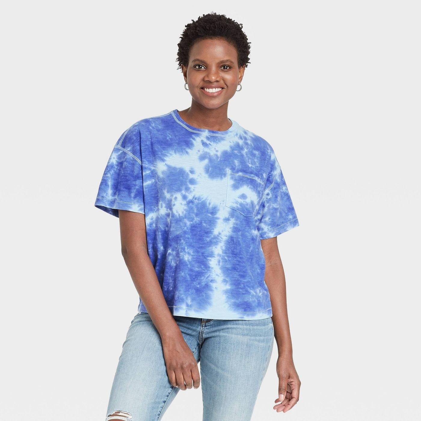 Model in boxy tshirt