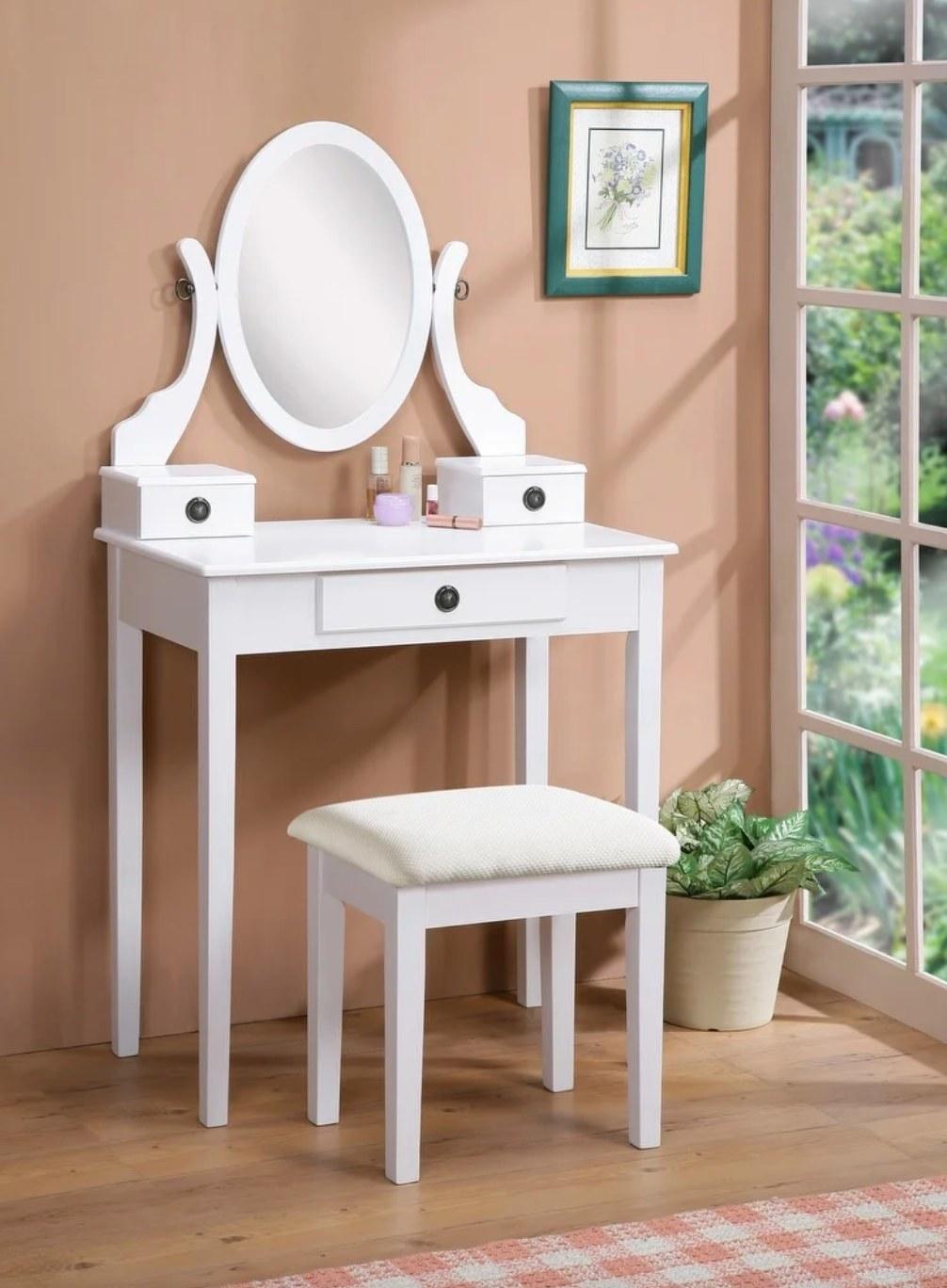 The vanity set in white