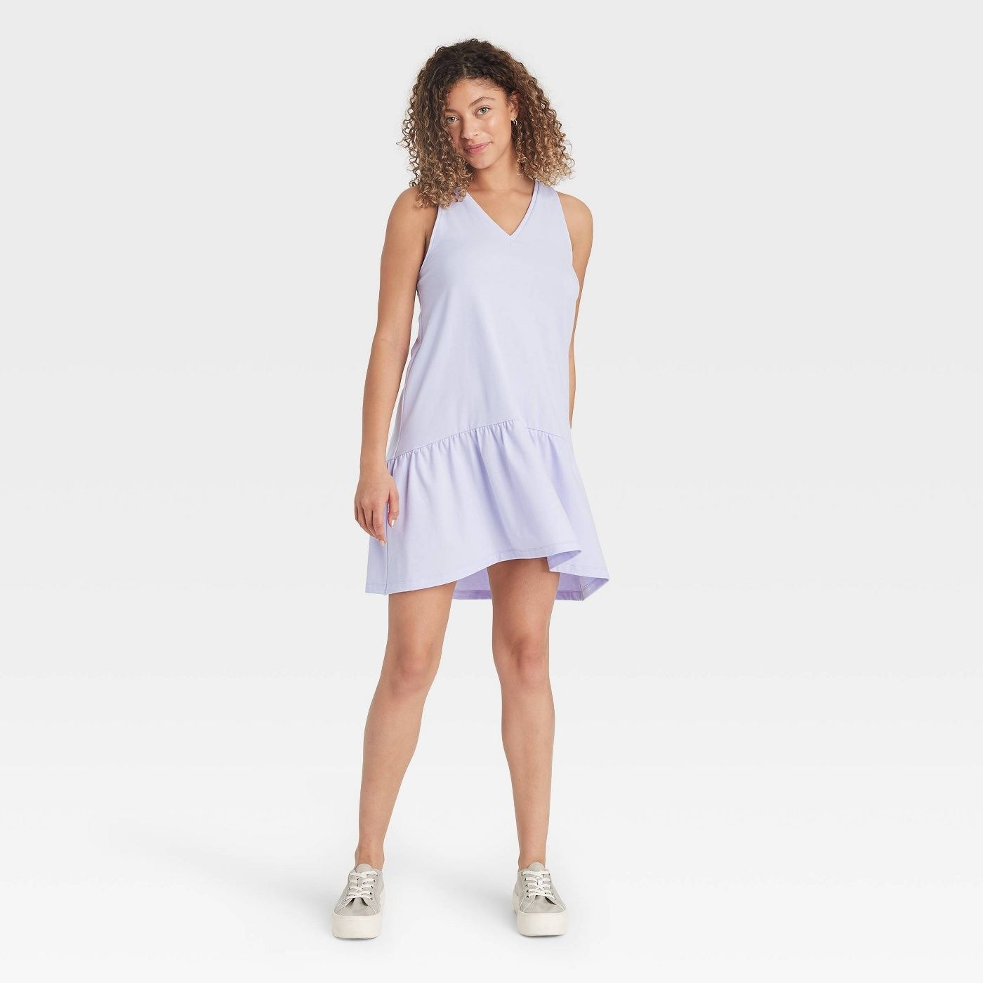 model in sleeveless hem knit dress