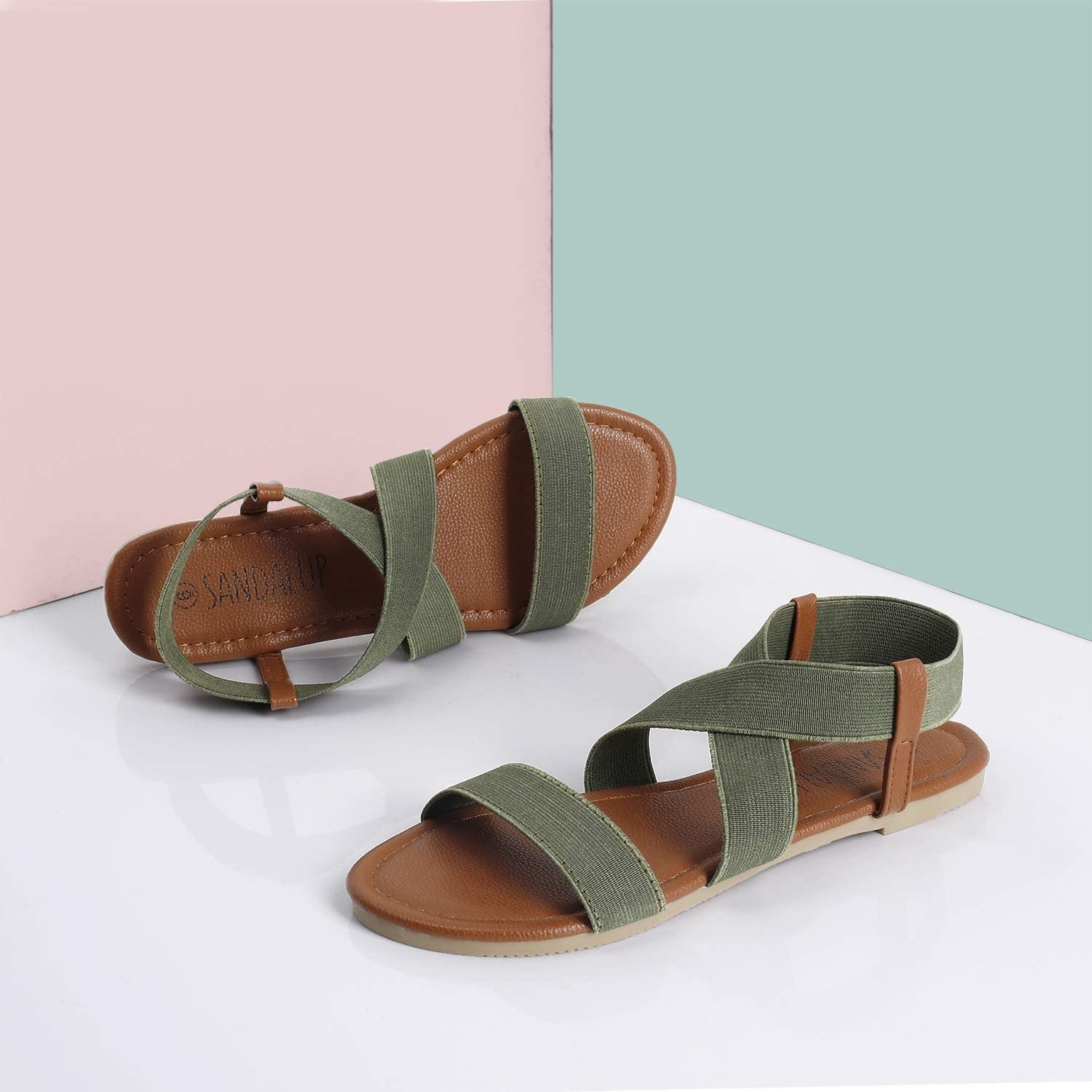 The strappy elastic sandals in olive green