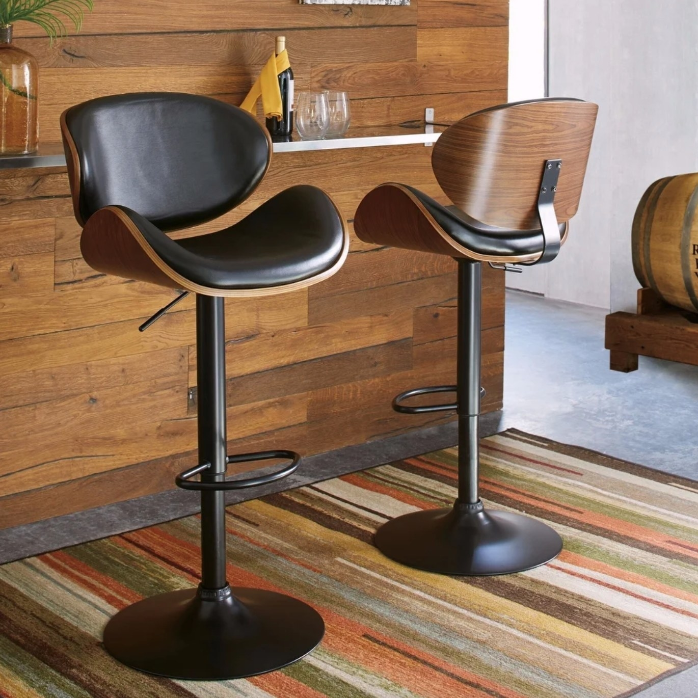The adjustable bar stool in black