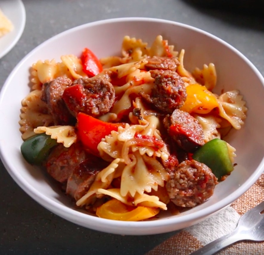 A bowl of sausage and pepper pasta