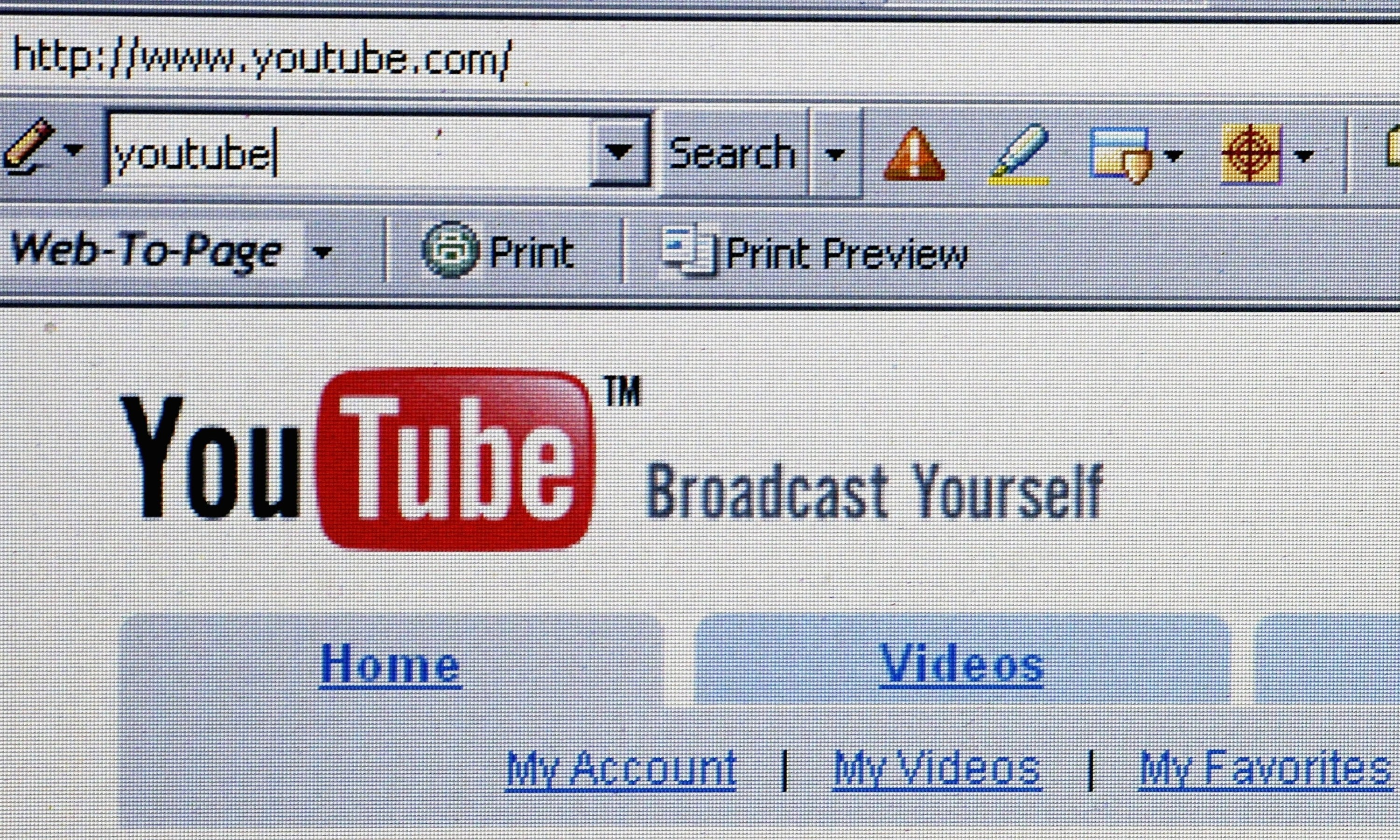 A photo of someone searching YouTube in 2006