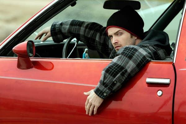 Aaron di dalam mobil