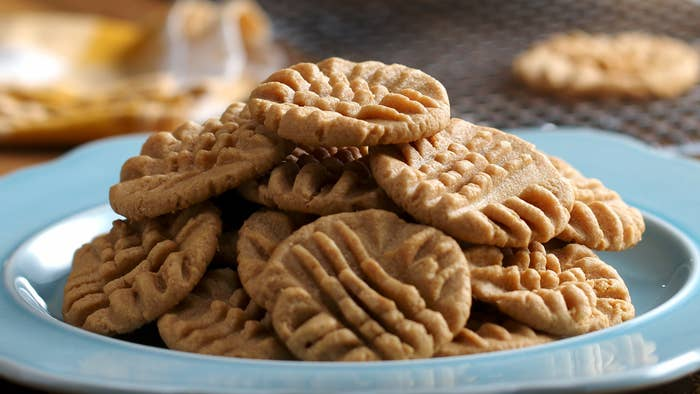 A pile of cookies on a blue plate
