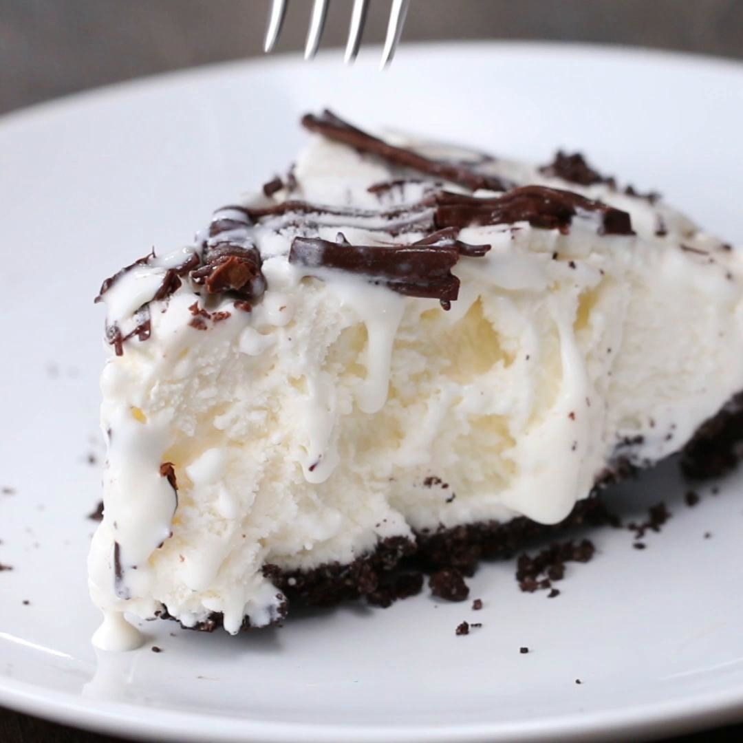 The ice cream pie with chocolate topping
