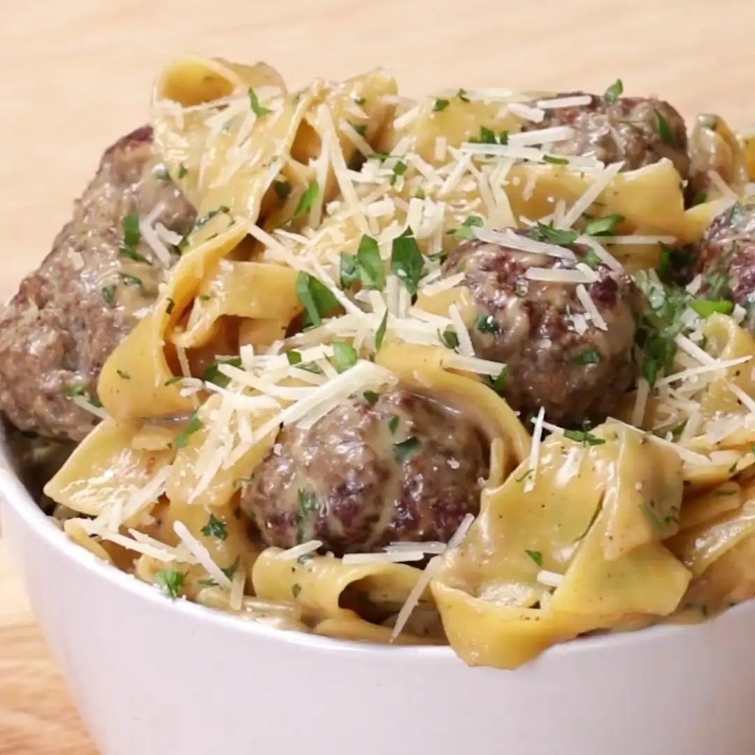 The pasta and meatballs in a bowl