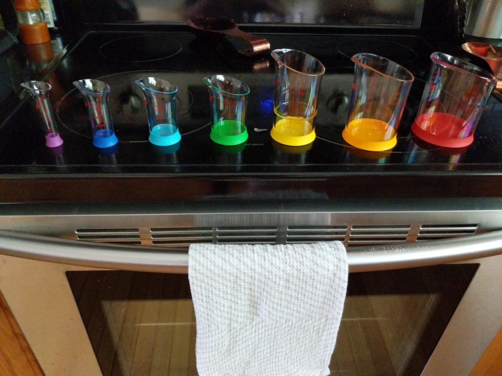 The seven beakers, which each can stand upright on their own