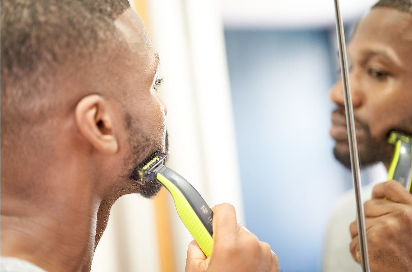 A model shaving his face