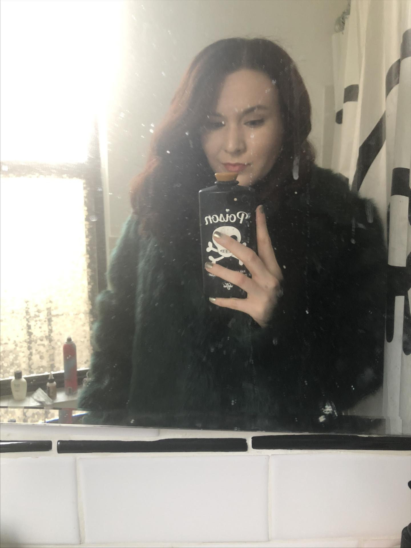 elizabeth smiling in a mirror selfie