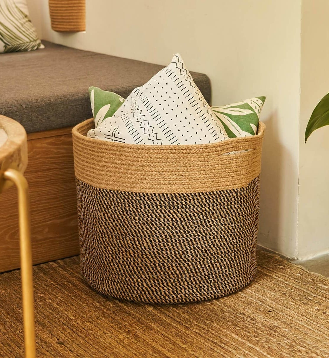 The black and jute basket