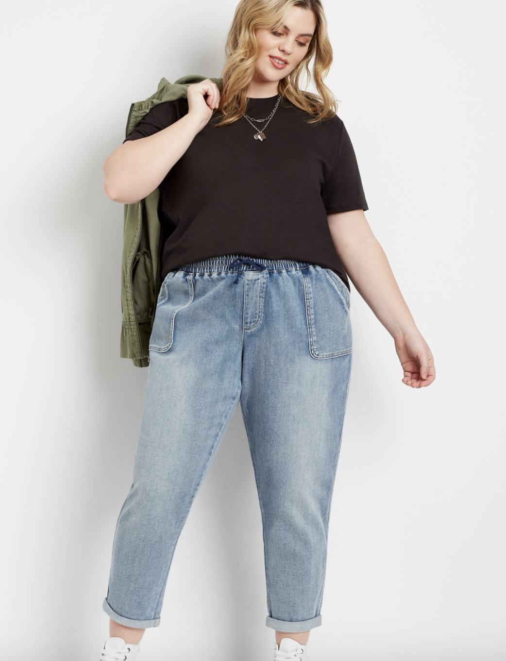 a plus size model wearing the medium marble wash weekender pants