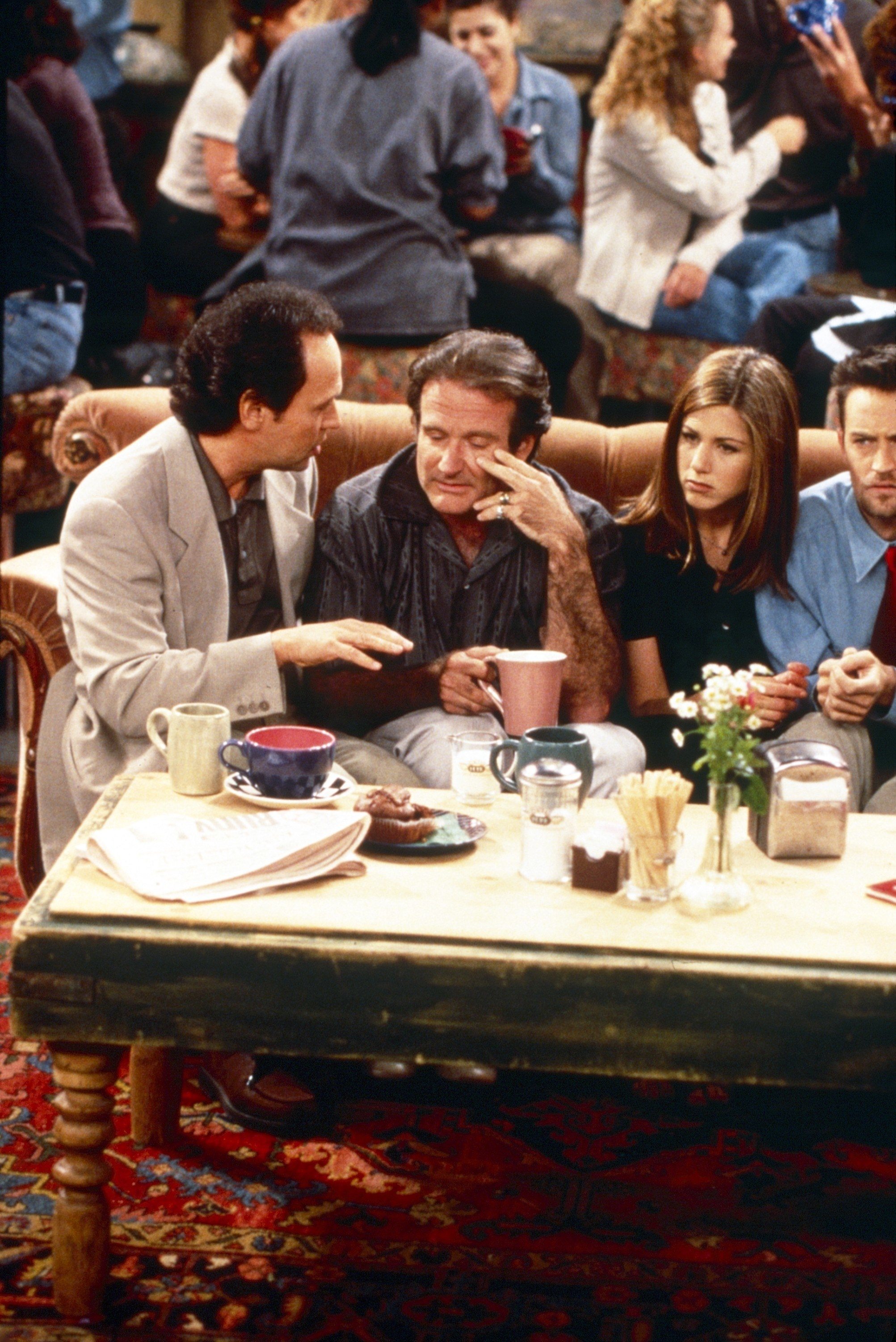 Billy Crystal and Robin Williams on the couch next to the Friends on Friends