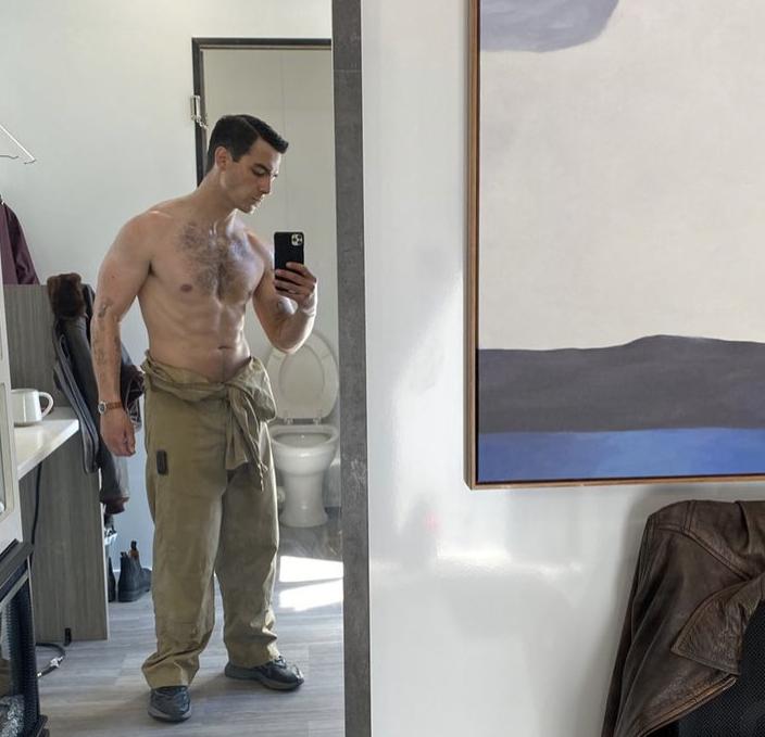 Joe Jonas taking a mirror selfie