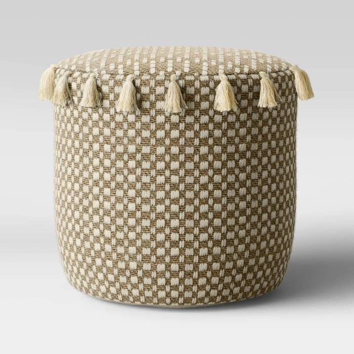 The natural tassels pouf