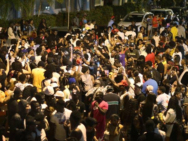 Enormous crowd in Miami Beach