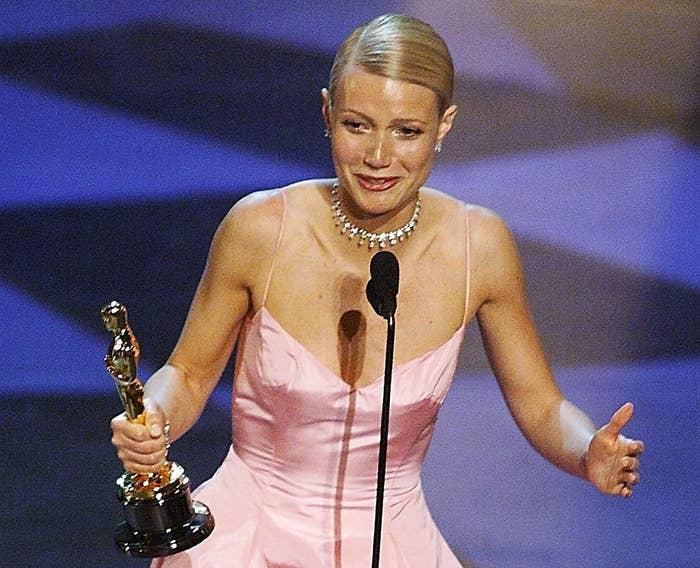 Gwyneth accepts her Oscar onstage