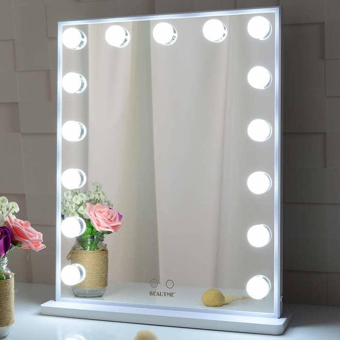 vanity mirror with light bulbs around the edges