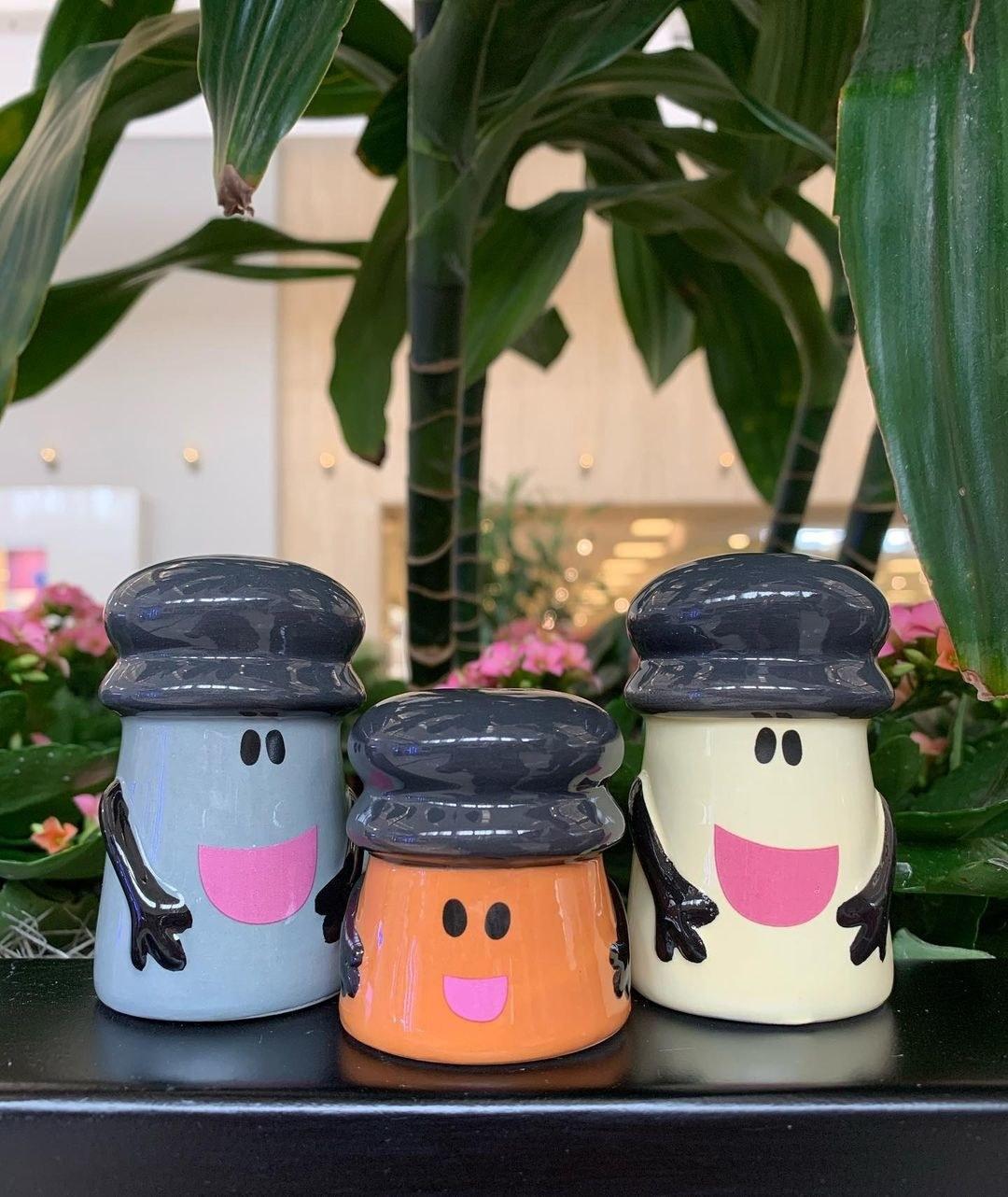 Blue's Clues-themed salt and pepper shaker set