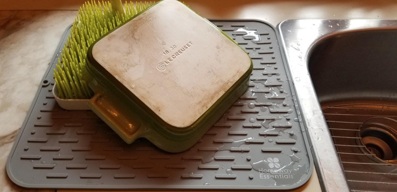 The reviewer's photo of the silicone drying mat in gray