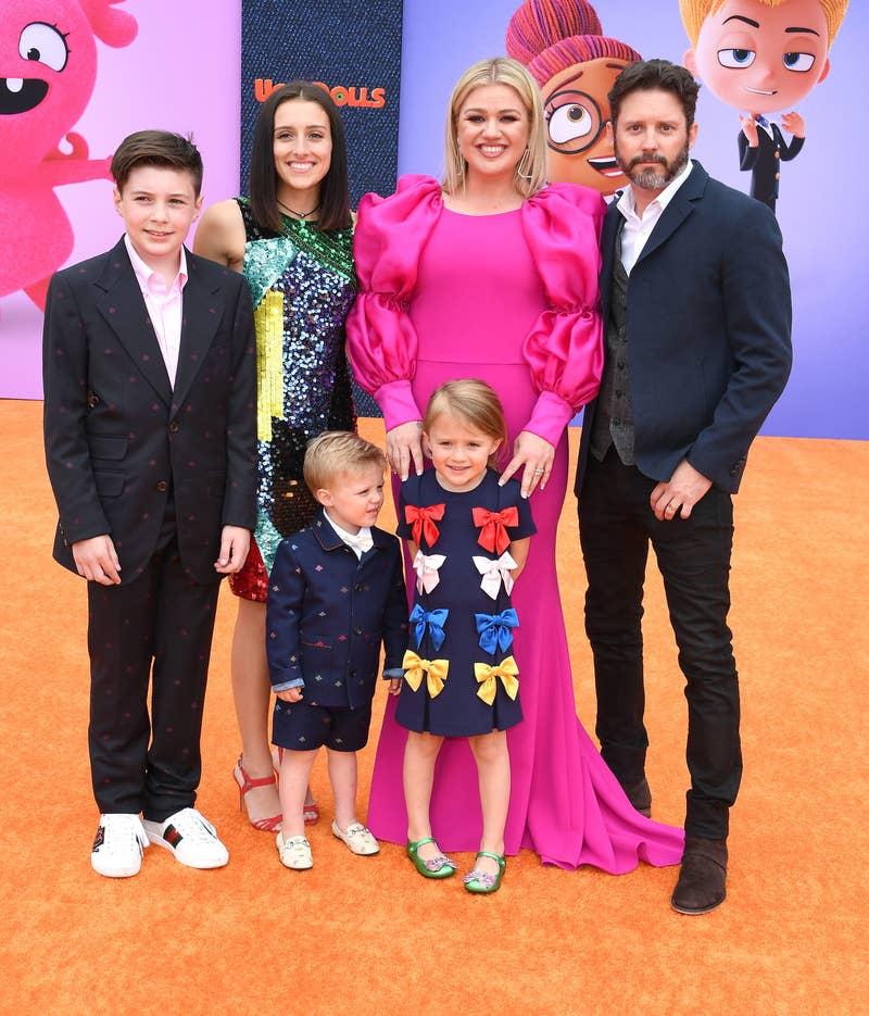 Clarkson dengan mantan suaminya Brandon Blackstock dan anak-anak mereka di acara pers