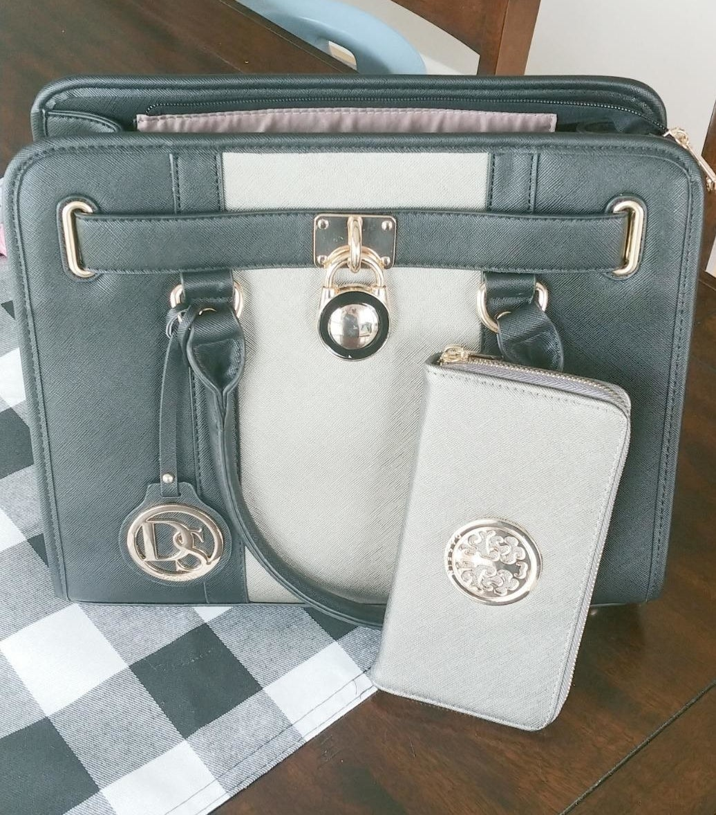 Review photo of the green handle satchel bag and matching wallet