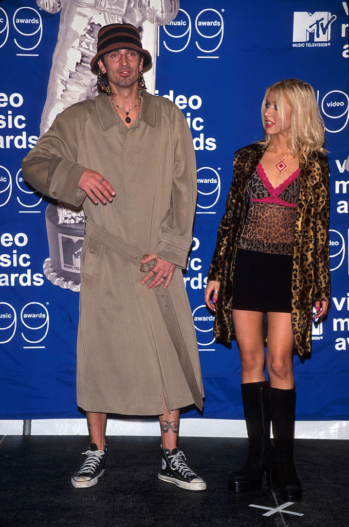 christina giving tommy lee a look