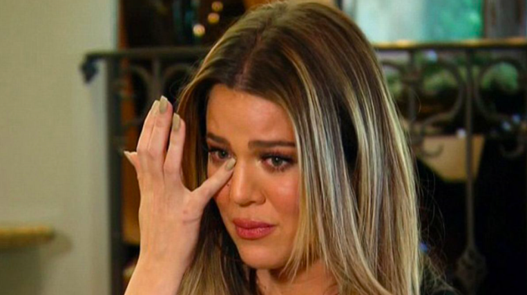 Khloé crying